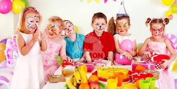"""Детские праздники, фигуры из шаров, оформление зала и прокат свадебных украшений для автомобиля от праздничного агентства """"Умка"""""""